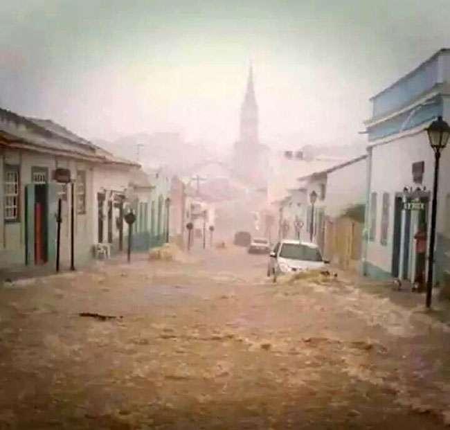 Chuva causa estragos na Cidade de Goiás