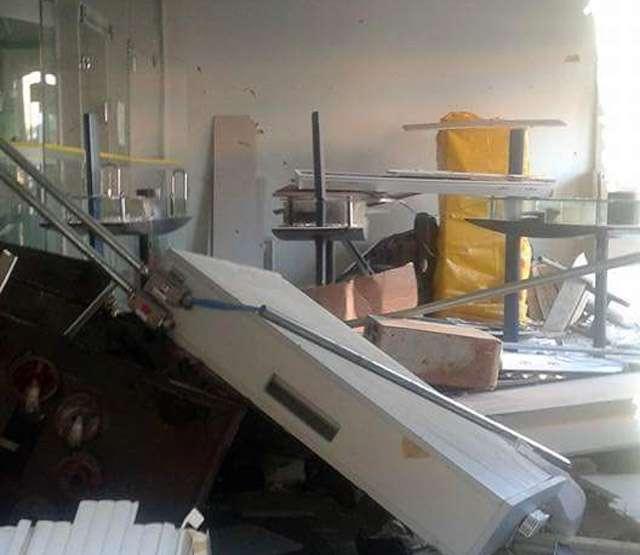 Bandidos explodem caixa eletrônico na cidade de Itaguaru