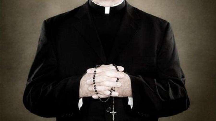 Polícia do Ceará investiga caso de padre que teria engravidado adolescente