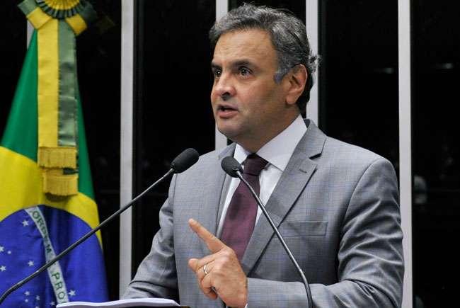 PT vai interpelar judicialmente Aécio, diz Falcão