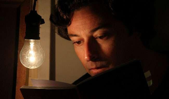 """""""Também Queria Te Dizer"""" com o ator Emílio Orciollo Netto entra em cartaz no Teatro Sesi"""