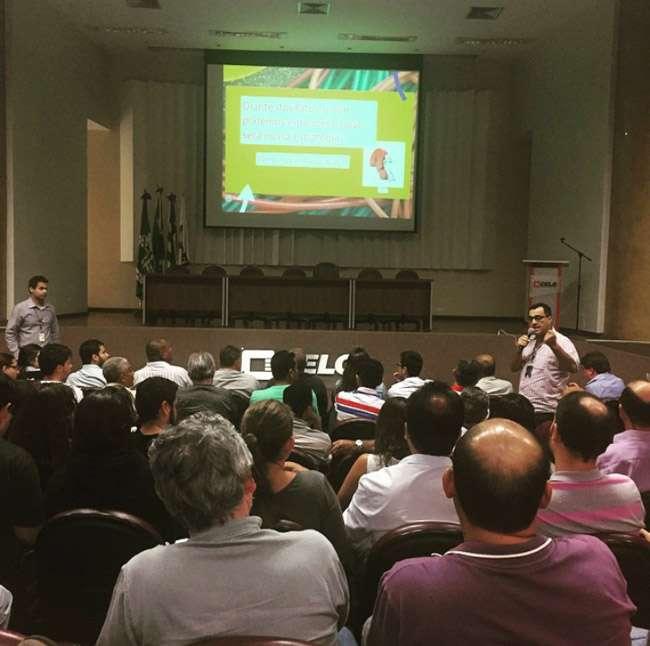 Funcionários fazem reunião para discutir ações contra a privatização da Celg