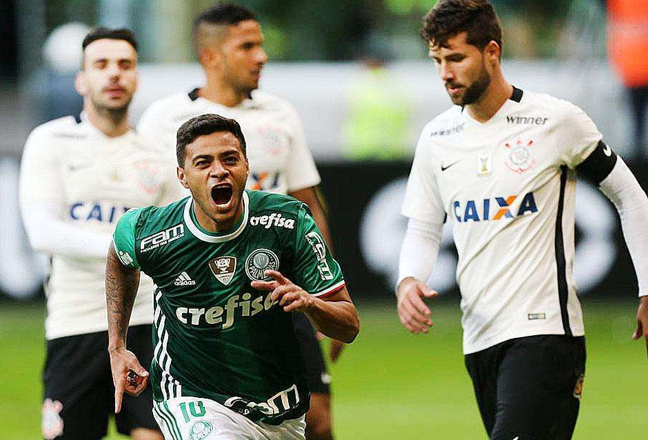 Com recorde de público em casa, Palmeiras bate Corinthians e vira vice-líder