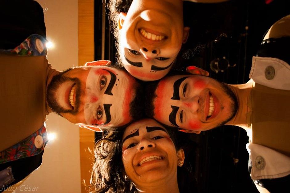 Teatro Destinatário apresenta Destros Sinistros e Sinistros Destros