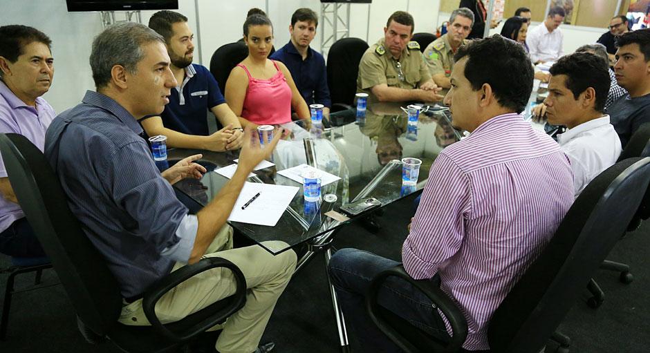 José Eliton firma parcerias com conselhos tutelares e de segurança para coibir tráfico de drogas na região Noroeste
