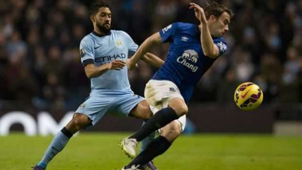 Manchester City vence e encosta no líder Chelsea