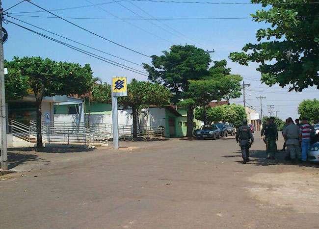 Família de gerente de banco é mantida refém em Petrolina de Goiás