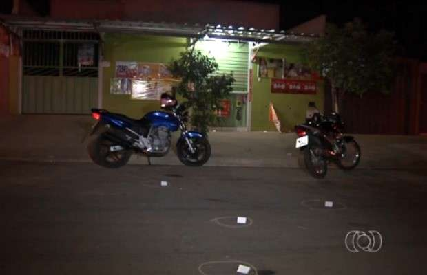 Dois jovens são mortos a tiros em distribuidora de bebidas