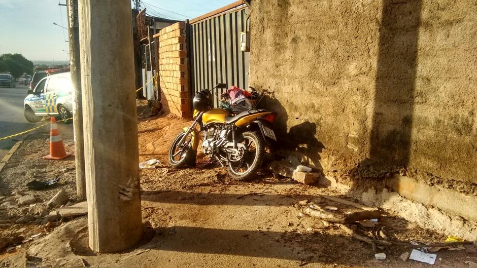 Adolescente morre após bater moto em poste no Jardim Bela Vista