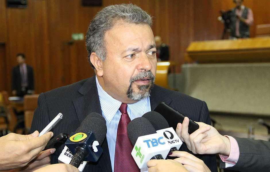 Vereador Elias Vaz quer suspensão de licitação de fotossensores