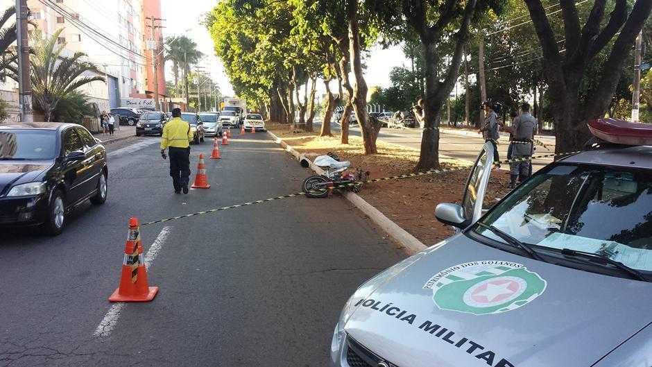 Motociclista morre após camionete invadir a pista no Jardim Goiás