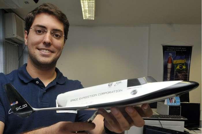 Estudante brasileiro premiado com voo espacial passa por treinamentos