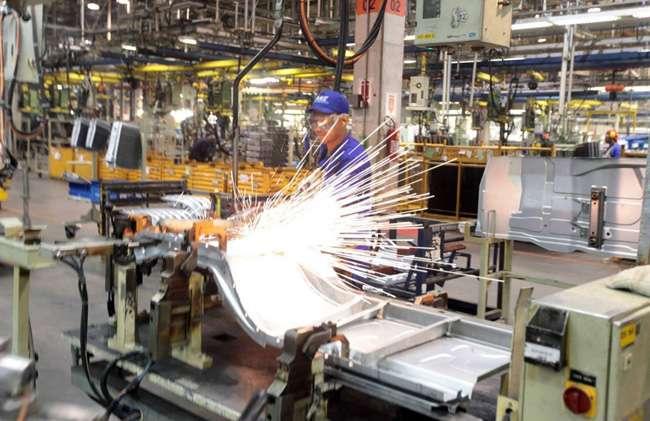Indústria cresce em Goiás e mais 7 estados em fevereiro, apesar de queda nacional