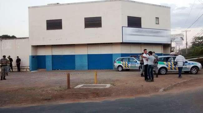 Mulher é morta a tiros e homem é baleado no Setor Parque Oeste Industrial