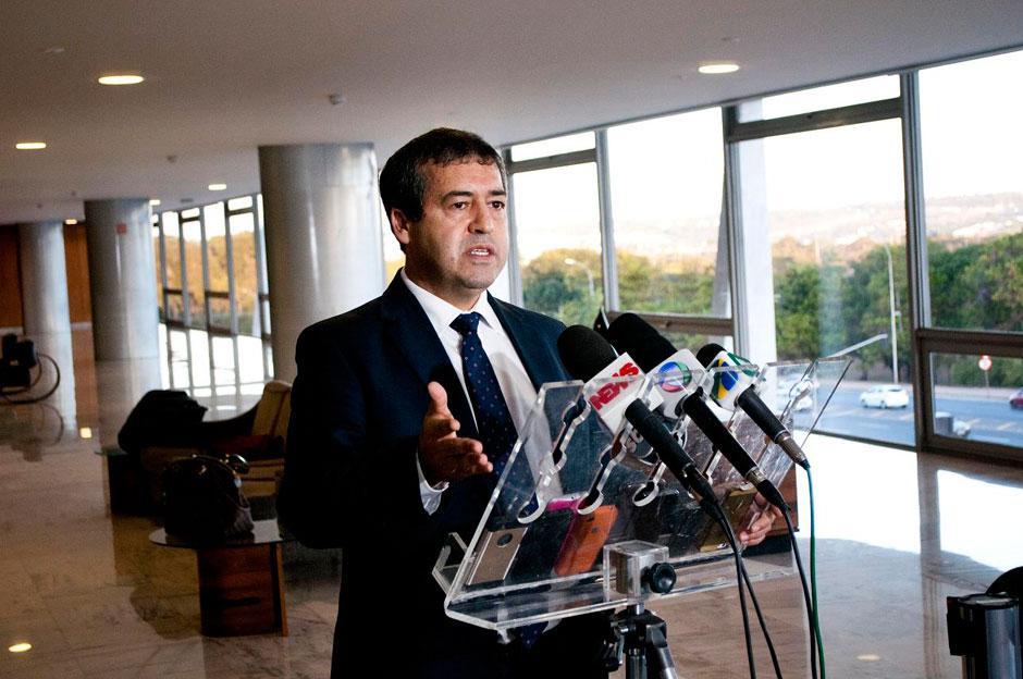 Ministro do Trabalho nega que governo vá elevar jornada para 12h por dia
