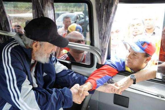 Fidel Castro reaparece em público após 14 meses de reclusão