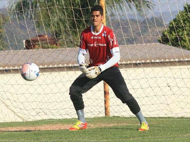 Destaque do Vila, goleiro Toni ficará no clube e não acerta com Atlético-GO