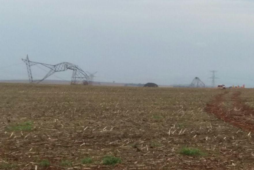 Queda de torres por vendaval deixou Santa Helena sem fornecimento de água e energia