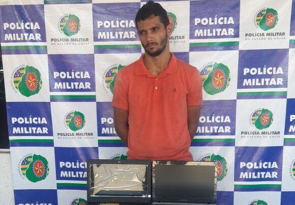 Homem é preso com notebooks furtados de loja no Centro de Goiânia