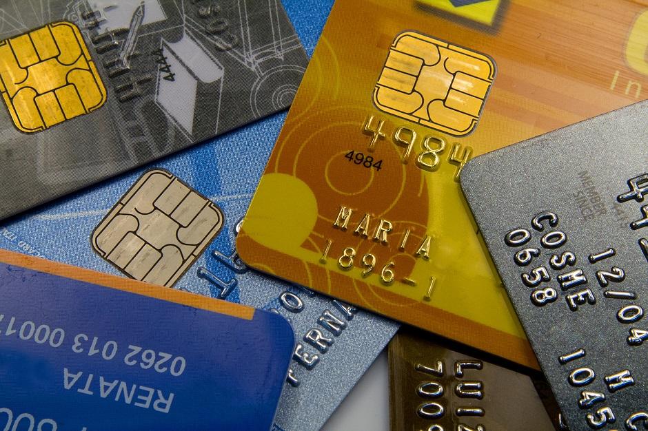 Após quedas na Selic, juro do cartão de crédito cai em dezembro, diz Anefac
