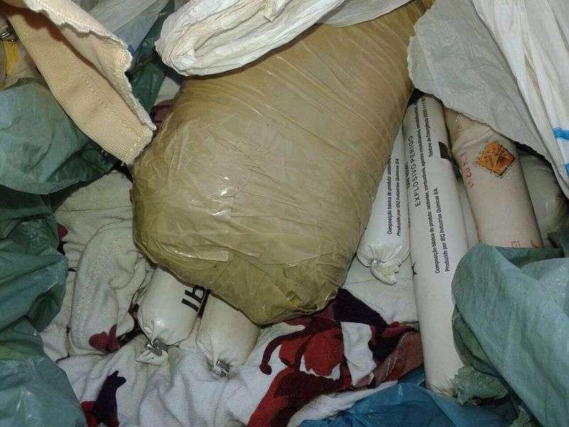Casal é preso transportando 10 quilos de dinamite