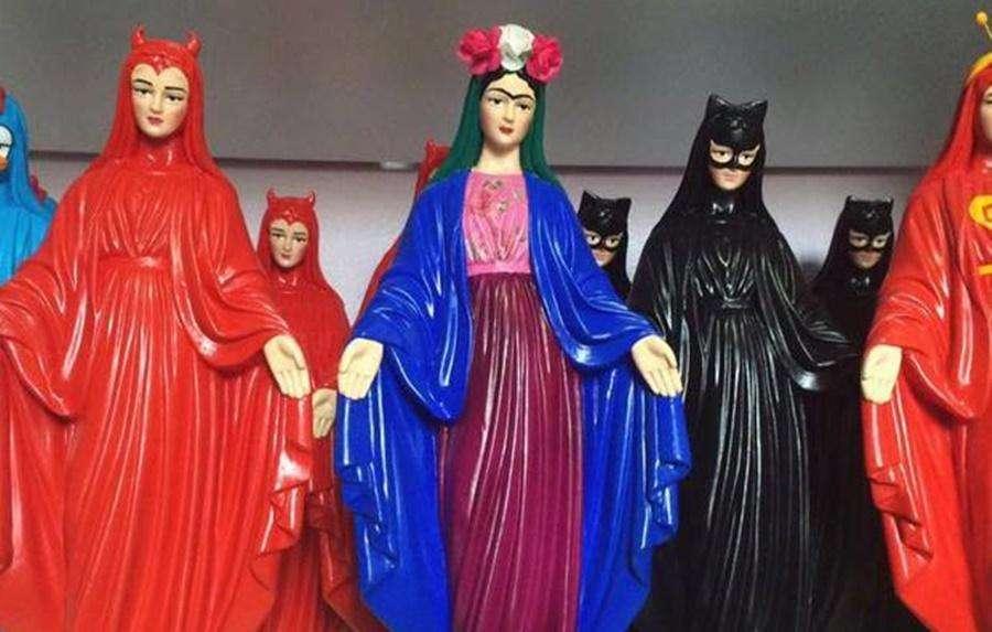 Imagens são apreendidas na casa de acusada de vilipendiar objetos de culto, em Goiânia