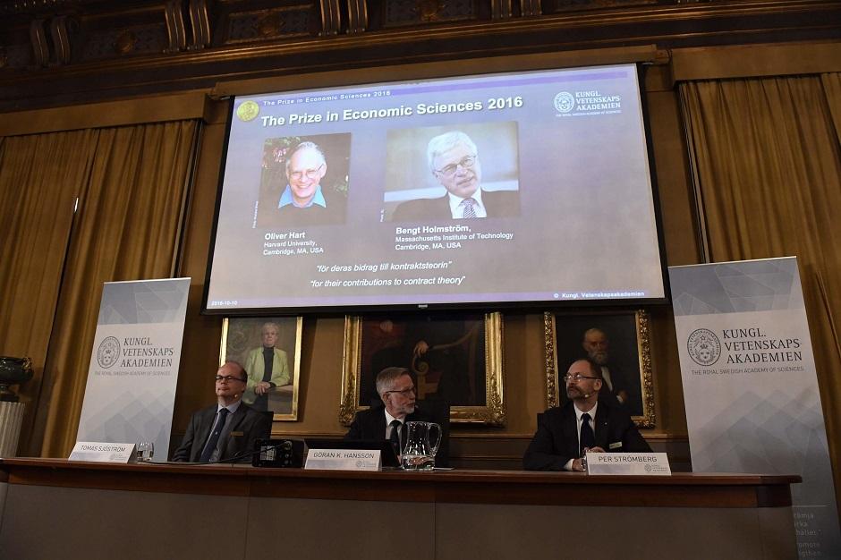 Dupla leva Nobel de Economia por 'teoria de contratos'