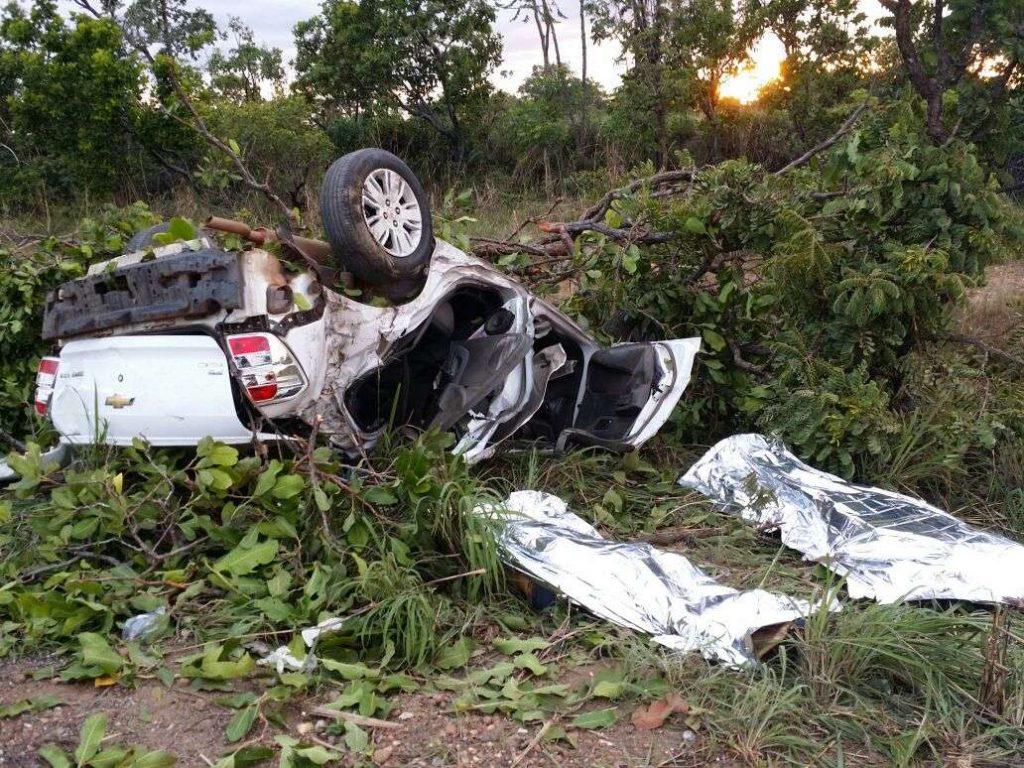 Pai e mãe de jovens que viriam fazer matrículas em faculdade de Goiânia morrem em acidente