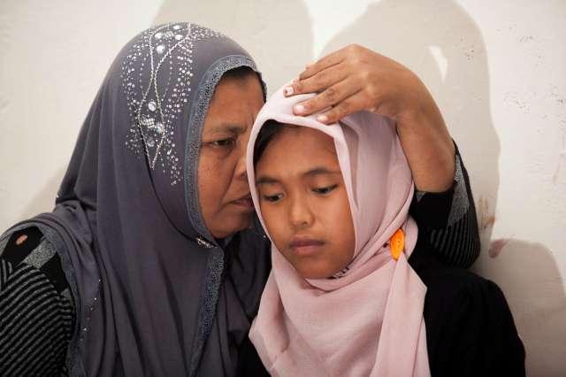 Família indonésia encontra filha arrastada por tsunami depois de uma década