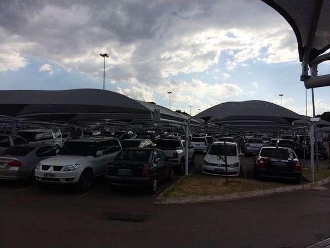 Estacionamento de aeroporto é multado por descumprir liminar que suspendia cobrança