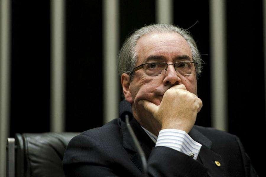 Após renúncia, Cunha tenta manobra para garantir mandato