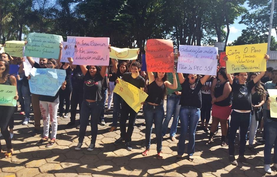 Estudantes protestam contra a PEC 55 em Itapuranga