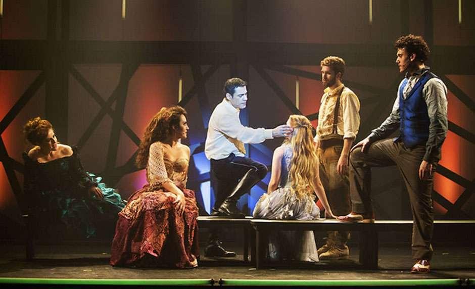 Em BH, musical sobre Chico Buarque é cancelado após ator protestar contra Dilma e Lula
