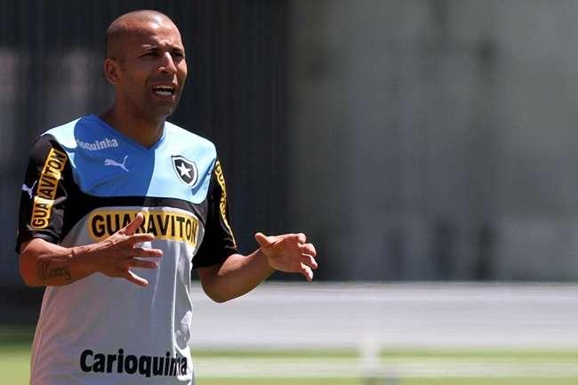 Botafogo dispensa Emerson Sheik e mais três jogadores
