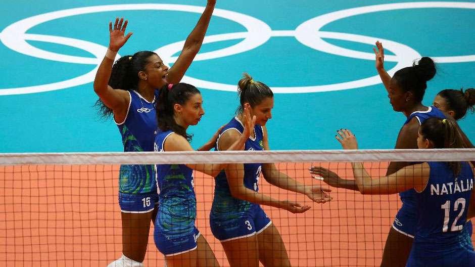 Brasil vence Camarões sem dificuldades na estreia do vôlei feminino no Rio