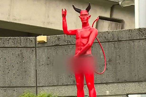 Petição pede retorno de estátua de demônio com pênis gigante