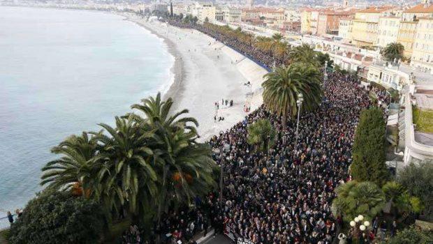 Milhares fazem homenagens e marcha silenciosa em várias cidades da França
