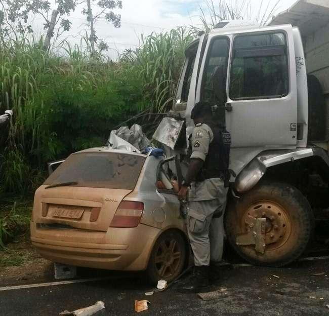 Após assaltos, quatro suspeitos morrem em acidente na BR-080