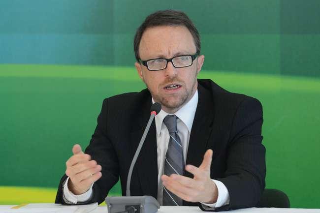 Ministro deixa Secom após crítica a comunicação do governo vir à tona
