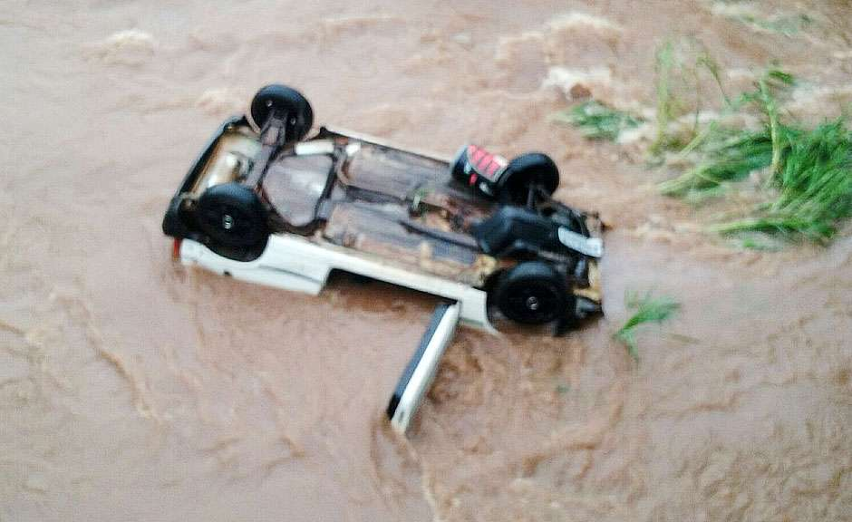 Mulher morre após cair com carro no Córrego Cascavel