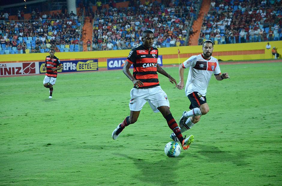 Em estreia no Estádio Olímpico, Atlético-GO vacila e cede empate ao Joinville no fim