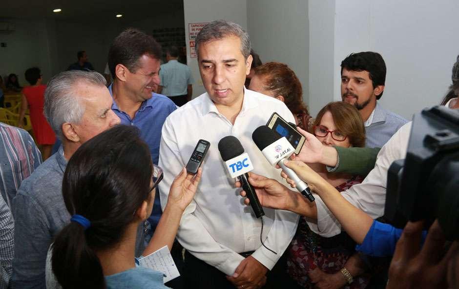 José Eliton desmente boatos em redes sobre homenagem que escola de samba fez a Goiás