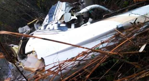 Avião bimotor cai perto da divisa entre Bahia e Minas Gerais