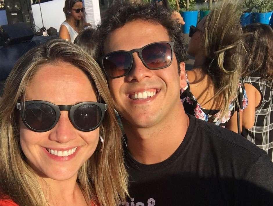 Fernanda Gentil anuncia separação e internautas metralham ex da jornalista na internet