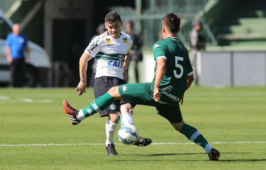 Goiás domina, mas Coritiba arranca empate aos 45 do segundo tempo