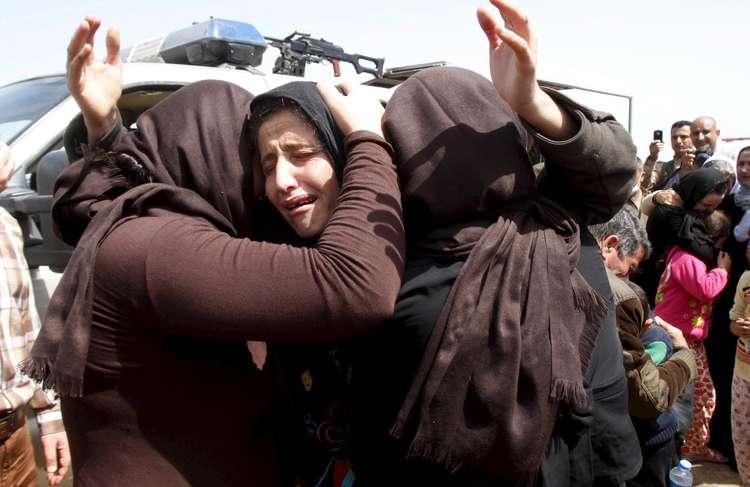 Menina de 9 anos fica grávida após ser estuprada por dez militantes do Estado Islâmico