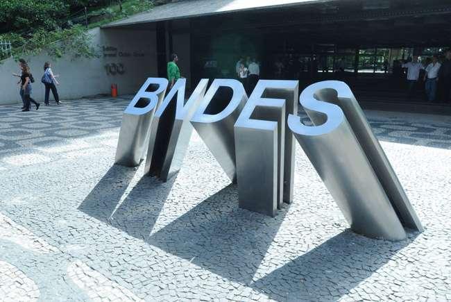CPI do BNDES deve ouvir Luciano Coutinho nesta quinta-feira