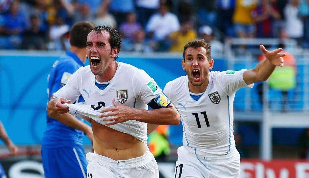 Com um a mais, Uruguai despacha a Itália e avança