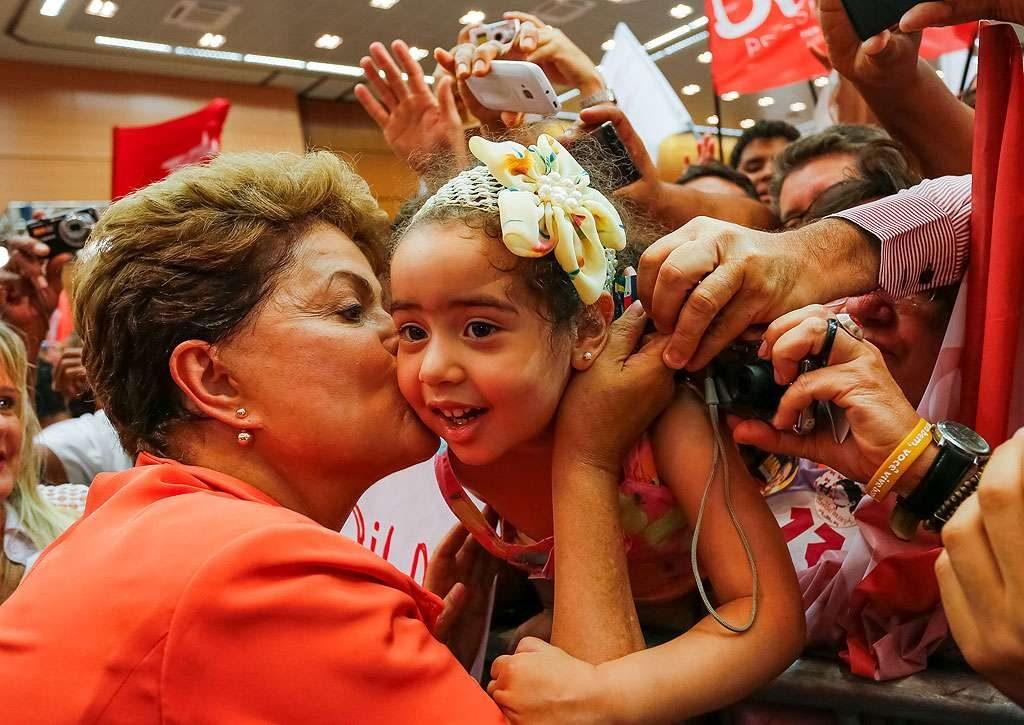Em Minas, Dilma promete ampliar atendimento com médicos especialistas
