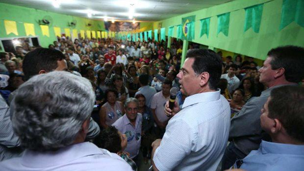 Candidatos se degladiam por votos nas ruas de Goiânia